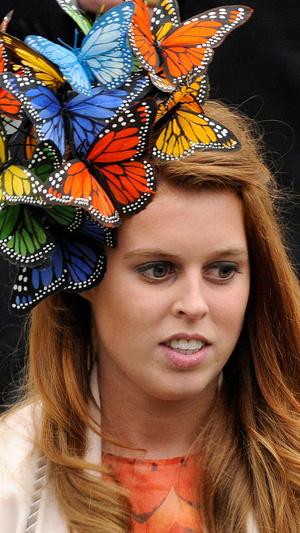 Фото №7 - Самые необычные и странные свадебные шляпки королевской семьи