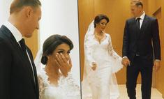Слезы невесты, волнение жениха: Седокова показала неопубликованные кадры со свадьбы с Тиммой