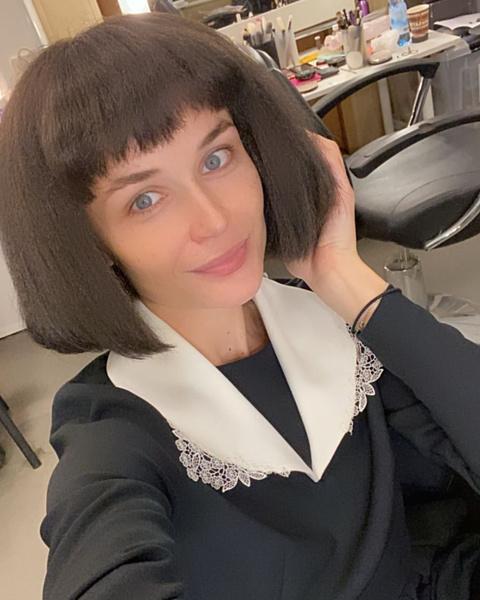 Полина Гагарина показала «последствия» ретроградного Меркурия на волосах: стала брюнеткой, фото, инстаграм, песни
