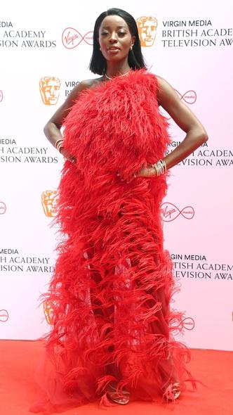 Фото №24 - Теле-BAFTA 2021: самые стильные знаменитости на красной дорожке