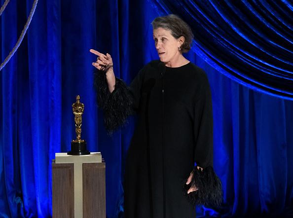 Фото №1 - Почему на сцене «Оскара-2021» актриса Фрэнсис МакДорманд неожиданно завыла как волк?