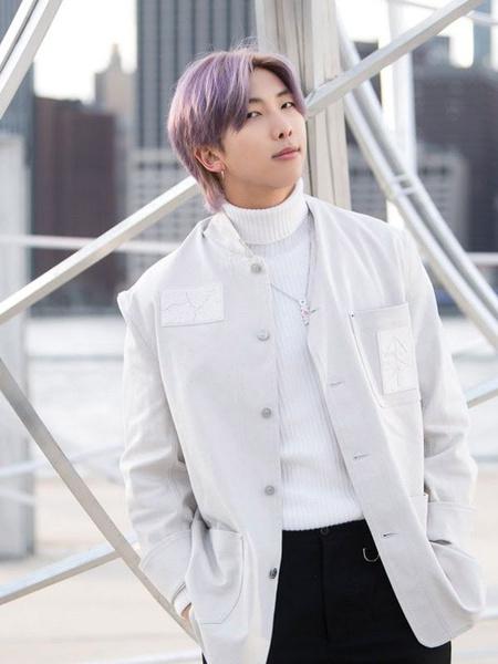 Фото №2 - RM из BTS попал в список самых модных людей 2020 года 😎