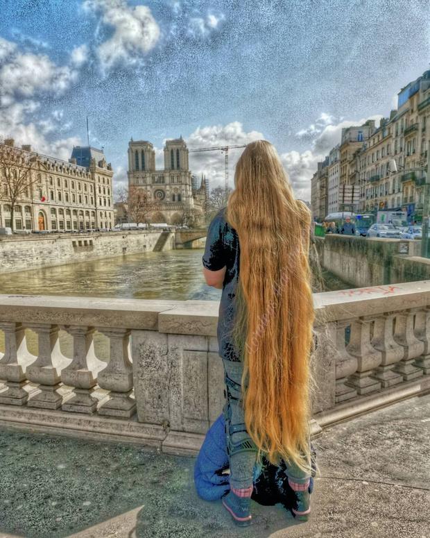 Фото №1 - Как выглядит девушка, которая не стриглась 15 лет: фото