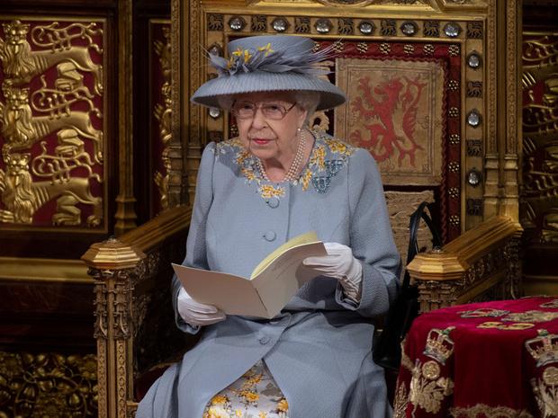 Фото №4 - Тревожный знак: почему все обсуждают язык тела принца Чарльза во время последнего выхода