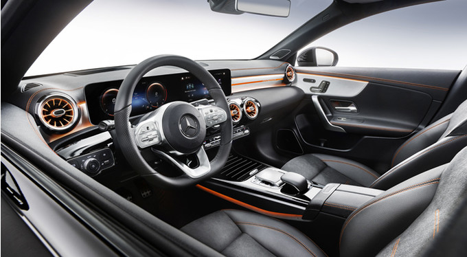 Новый двухдверный автомобиль Mercedes-Benz CLA