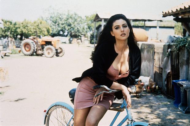 Фото №1 - Богиня красоты: 20 фото юной Моники Беллуччи, в которую невозможно не влюбиться