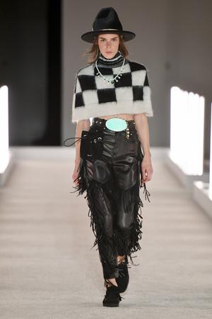 Фото №8 - Модная партия: как носить шахматный принт