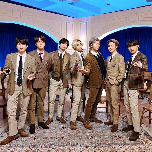 Фото №1 - BTS поблагодарили АРМИ перед церемонией «Грэмми»