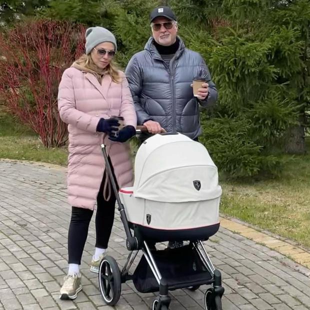 Фото №1 - Рассекретили: как Меладзе и Джанабаева назвали новорожденную дочку