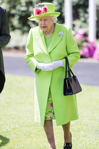 Фото №3 - Язык тела: что говорят о членах королевской семьи их жесты