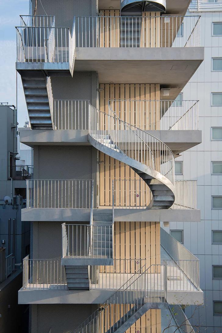 Фото №5 - Отель с лестницами на фасаде в Токио