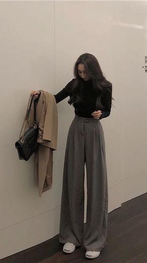 Фото №1 - Что носить весной 2021: подборка самых модных брюк