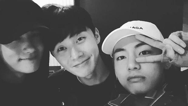 Фото №9 - 10 самых няшных моментов дружбы Пак Со Джуна и Ви из BTS 💕