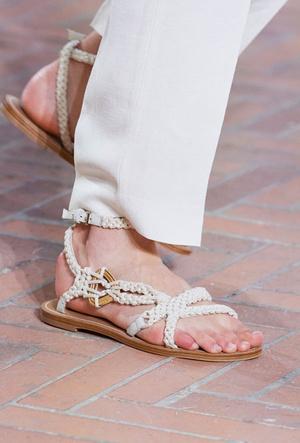 Фото №25 - Самая модная обувь весны и лета 2021: советы дизайнеров