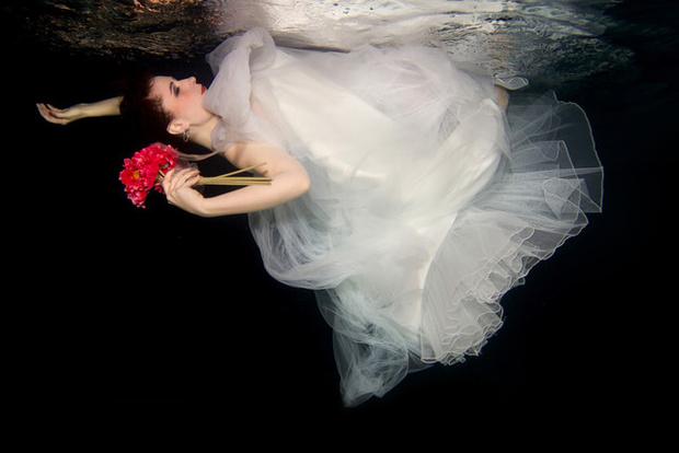 Фото №2 - Ядовитые платья, «хромые» юбки, корсеты-душегубы и другие наряды, из-за которых погибали женщины