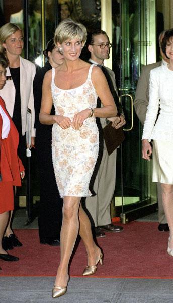 Фото №16 - Модная икона: как менялся стиль принцессы Дианы