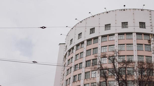 Фото №1 - Свердловские власти привлекут частников к восстановлению гостиницы «Исеть»