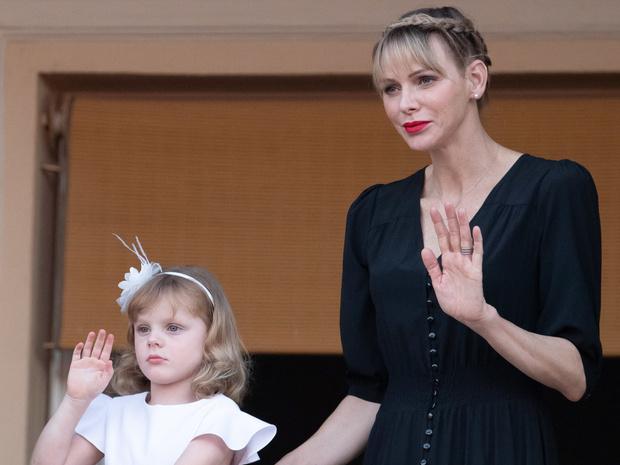 Фото №1 - Мамина дочка: в Сети обсуждают одинаковые стрижки княгини Шарлен и принцессы Габриэллы