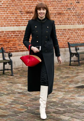 Фото №4 - И в дождь и в снег: как носить белую обувь в холодный сезон