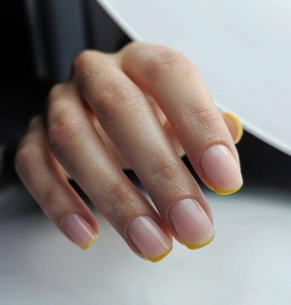 Фото №7 - Желтый маникюр: 10 модных идей для летних ногтей