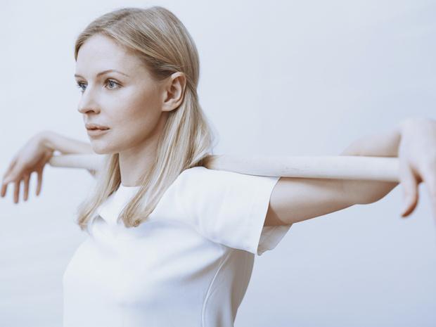 Фото №4 - Держим спину: 8 лучших упражнений для балетной осанки