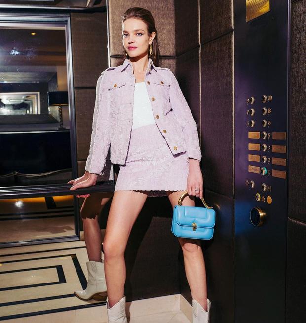 Фото №1 - Сапоги-казаки и розовая мини-юбка: смелый весенний образ Натальи Водяновой