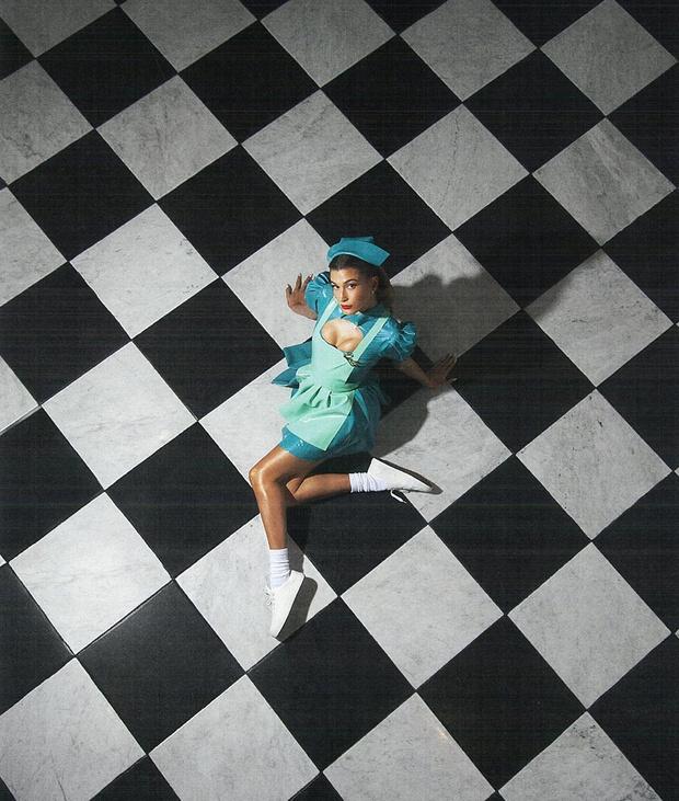 Фото №4 - Действуй, сестра: Хейли Бибер в латексном костюме сестры Рэтчед
