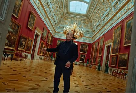 Тилль Линдеманн поет «Любимый город» в Эрмитаже с оркестром (видео)