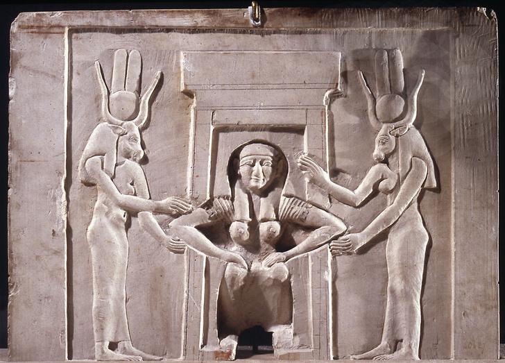 Фото №2 - Лягушачья икра, коктейль Гиппократа и бусы: как определяли беременность в разные века