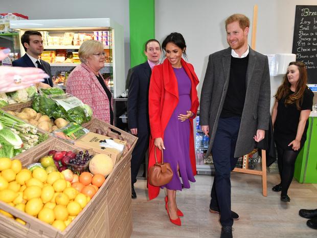 Фото №2 - Свидания в супермаркете: неизвестные (и очень странные) подробности романа Гарри и Меган