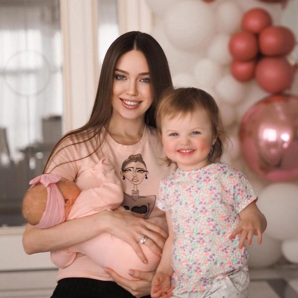 Фото №1 - «Ароматная, как ватрушечка»: Анастасия Тарасова рассказала о спокойном характере и отменном аппетите младшей дочери