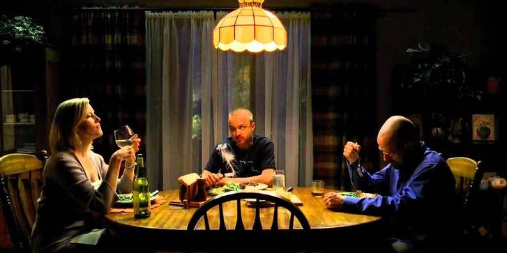 Фото №1 - Откуда взялось правило «не клади локти на стол»