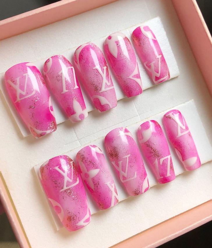 Фото №14 - Go pink! 15 идей розового маникюра