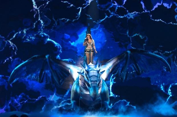 Дракон на шоу «10/20»