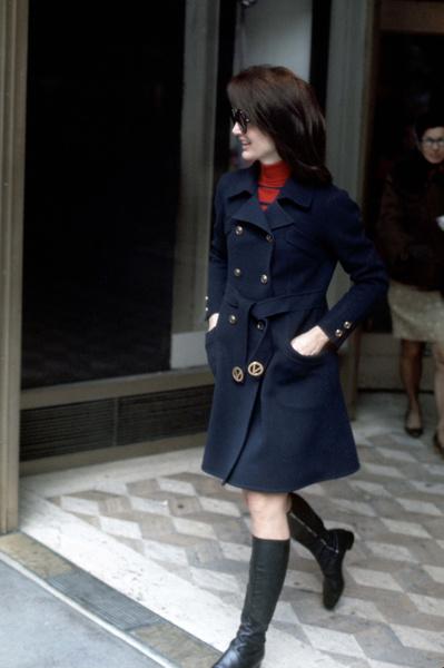 Фото №1 - Просто и со вкусом: 5 секретов стиля Жаклин Кеннеди
