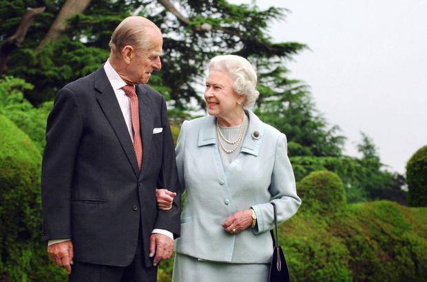 Фото №2 - Кто будет стоять рядом с Елизаветой II на публичных мероприятиях вместо принца Филиппа