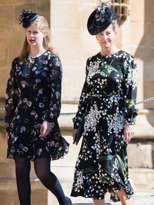 Фото №10 - Сестры по стилю: модные образы, которые Кейт и Софи повторяли друг за другом