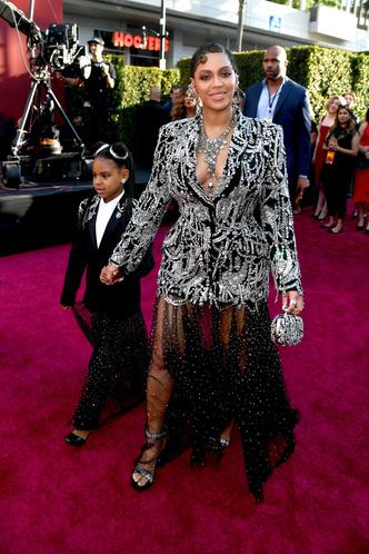 Фото №11 - Модные с пеленок: как звезды одевают своих детей
