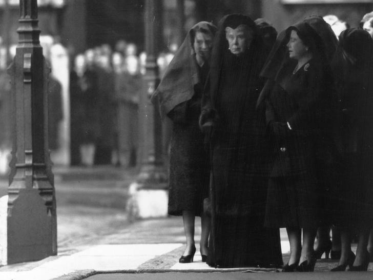 Фото №4 - Смутные времена: как смерть отца Елизаветы поставила под удар ее брак с принцем Филиппом