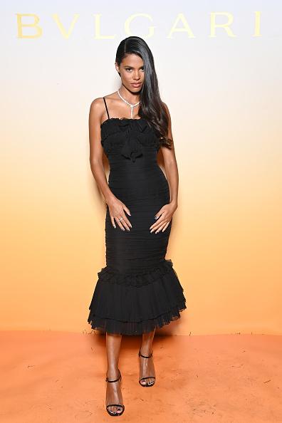 Фото №1 - Что общего у Тины Кунаки и Моники Беллуччи? Итальянские корни и любовь к черным корсетным платьям