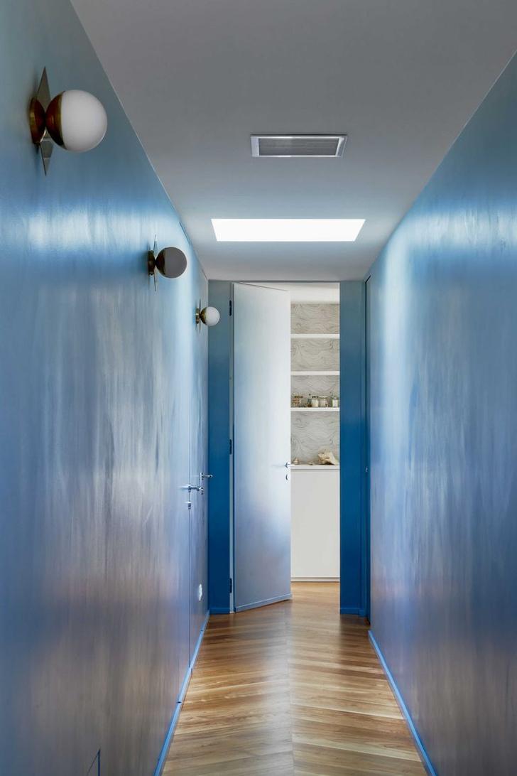 Фото №5 - Квартира с синим коридором в Милане