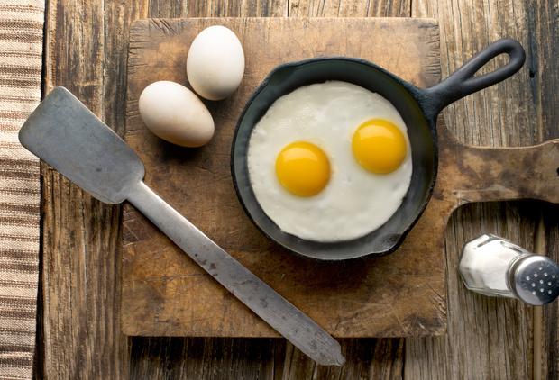 Как приготовить вкусную яичницу просто и быстро