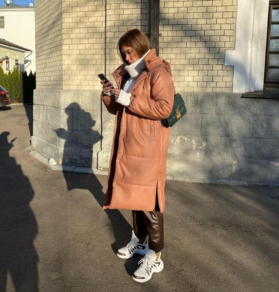 Фото №5 - Тренд: с чем носить кожаный пуховик зимой 2020-2021