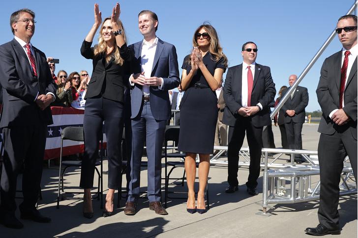 Фото №14 - Большая разница: как менялся стиль Мелании Трамп во время президентских кампаний мужа