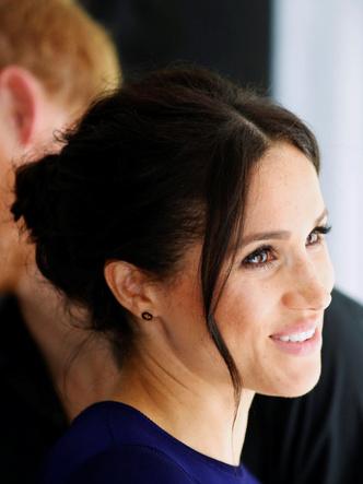 Фото №16 - Демократичная герцогиня: 10 лучших причесок Меган на каждый день