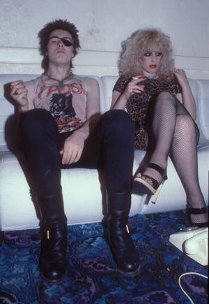 Фото №28 - Королевы рока: самые стильные жены и подруги культовых рок-звезд
