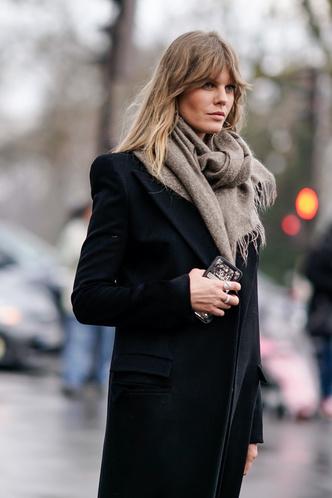 Фото №10 - Как носить объемный шарф и не утонуть в нем: 6 модных приемов