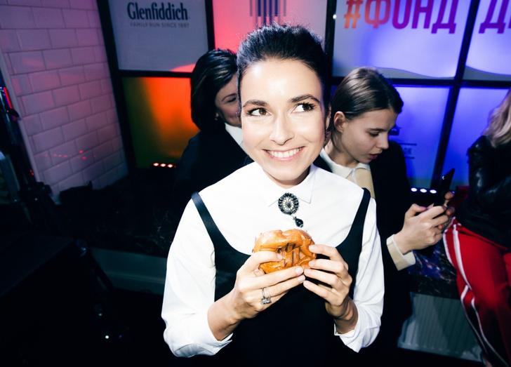 Фото №2 - Алена Хмельницкая,Виктория Шелягова и другие знаменитости приняли участие в кулинарном баттле