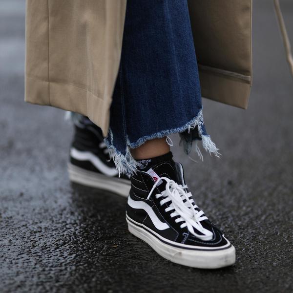 Фото №1 - Как стильно завязать шнурки на кроссовках, чтобы их не было видно