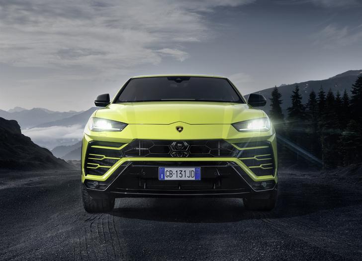 Фото №1 - Тест-драйв: не разбирая дорог— путешествие на суперкроссовере Lamborghini Urus